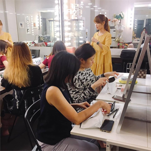 Ivy Chen and Makeup Course Students